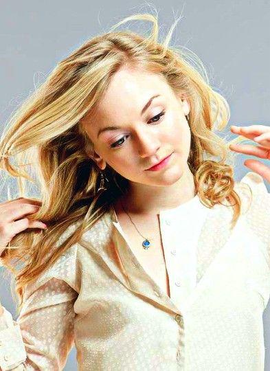 Emily Kinney Hair Color Hair Colar And Cut Style