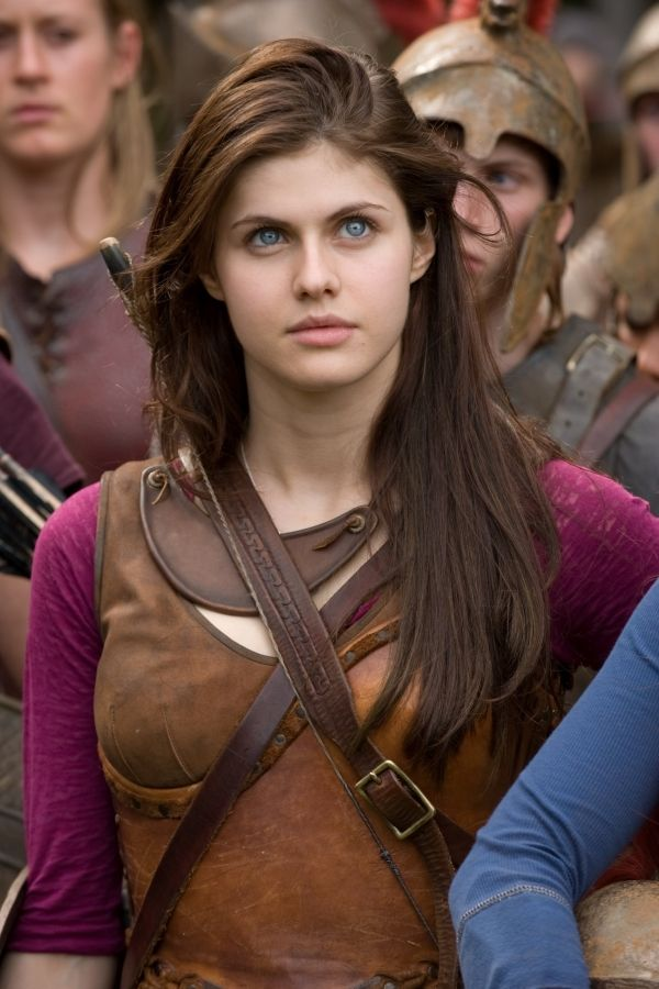 Alexandra Daddario Hair Color Hair Colar And Cut Style