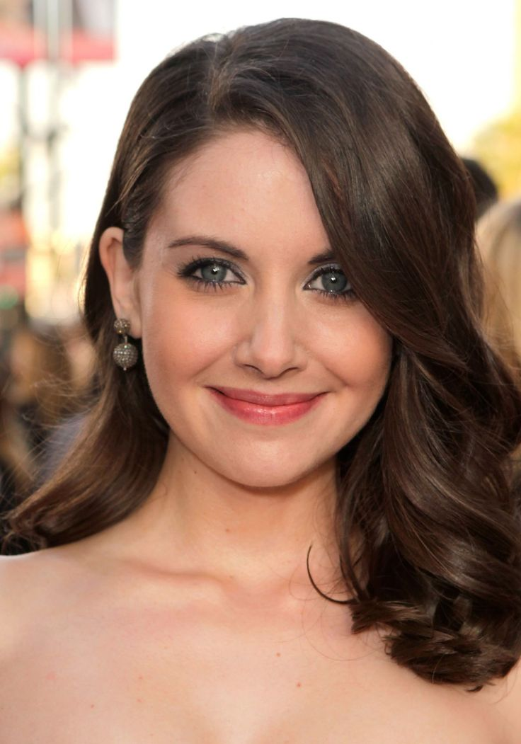 Alison Brie Hair Color Hair Colar And Cut Style