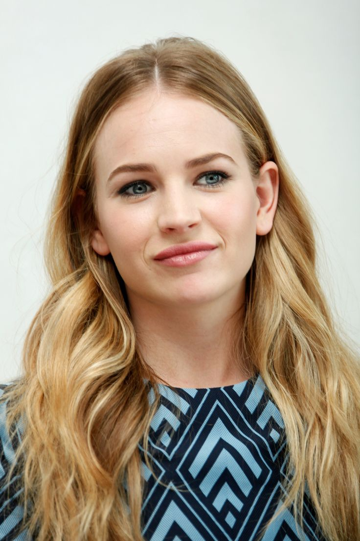 Britt robertson hair color hair colar and cut style