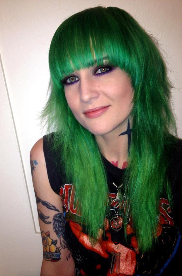 Manic Panic Venus Envy Hair Colar And Cut Style