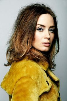 emily blunt hair color hair colar and cut style