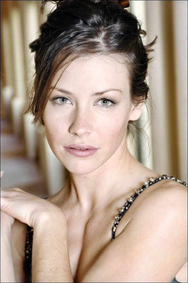 Evangeline Lilly Hair Color Hair Colar And Cut Style